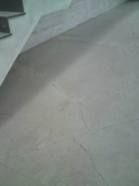 Trincas no piso recém concretado